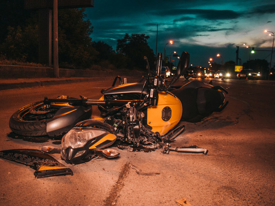 Переславский байкер разбил зубы, мотоцикл, девушку и пассажира