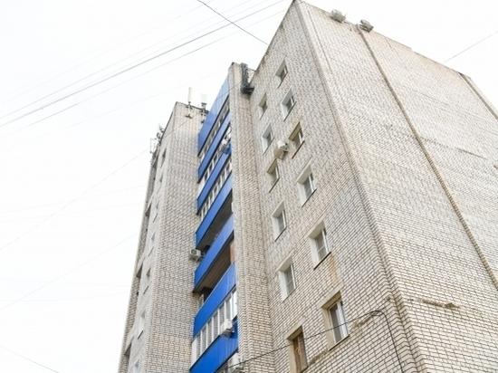 14-летняя школьница выпала из окна высотки на севере Волгограда