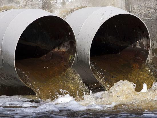 Водный оператор Архангельска «РВК-центр» незаконно сливает грязь в Северную Двину