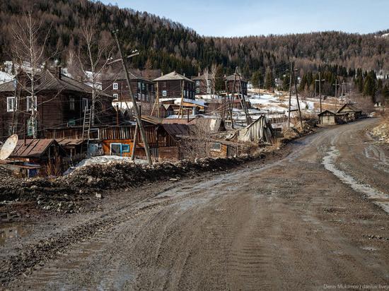 В Хакасии обрушилась стена в руднике, под завал попал рабочий в шахте