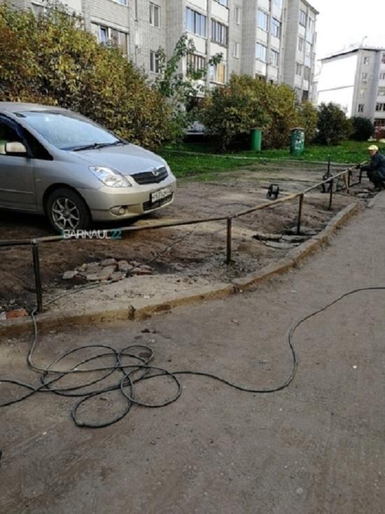 Жители Барнаула наказали водителя, который неправильно парковался