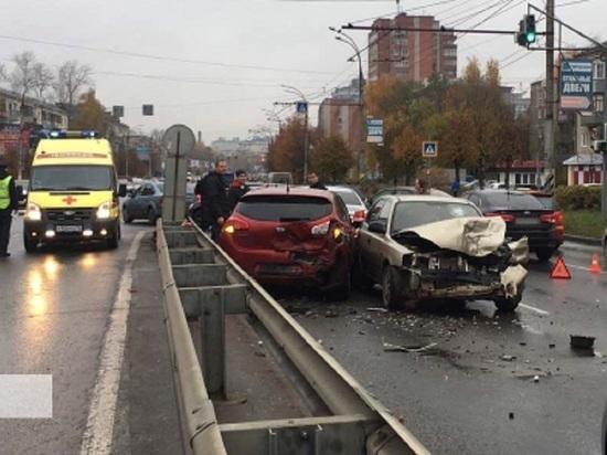 Поставили рекорд: в Иванове столкнулось сразу пять автомобилей