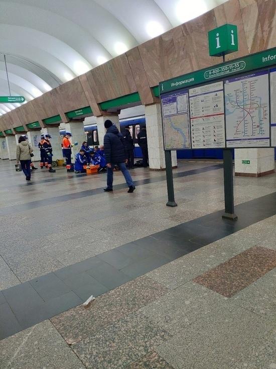 Человек рухнул на рельсы на станции «Пролетарская»