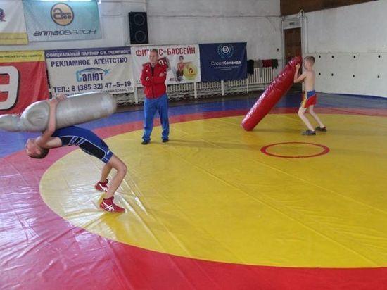В Новоалтайске впервые за 10 лет отремонтировали спортивный зал с дырявой крышей
