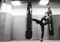 Грудь или карьера: бойцы UFC рискуют спортом ради силикона
