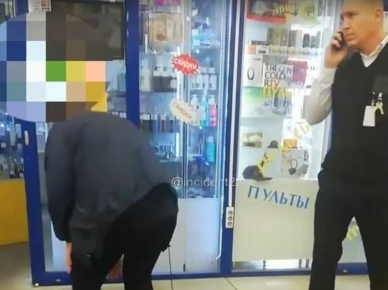 Жительница Барнаула украла колготки и предложила себя охраннику, чтобы он ее не наказал