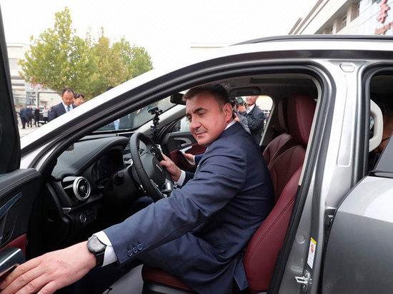 Тульский губернатор в Китае прокатился на кроссовере Wey P8 Hybrid
