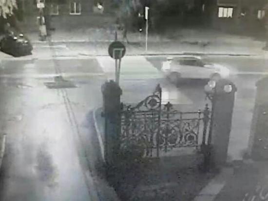 Сбил и скрылся: водителя кроссовера, влетевшего в пешехода, ищет полиция