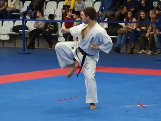 В Екатеринбурге таджики напали на чемпиона мира по каратэ