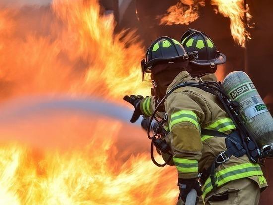 В Тарко-Сале ночью сгорела баня
