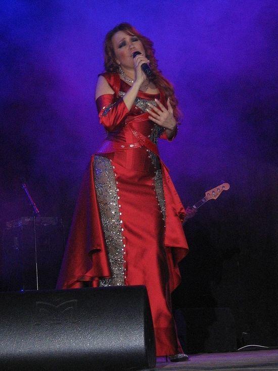 Певица Азиза рассказала журналистам о романе с Абдуловым