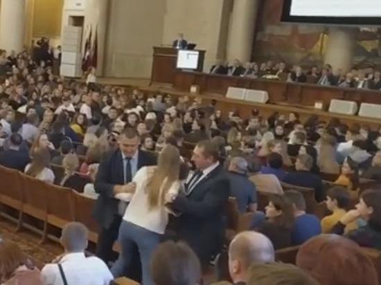 В МГУ задержали студентов, спросивших об арестованном аспиранте