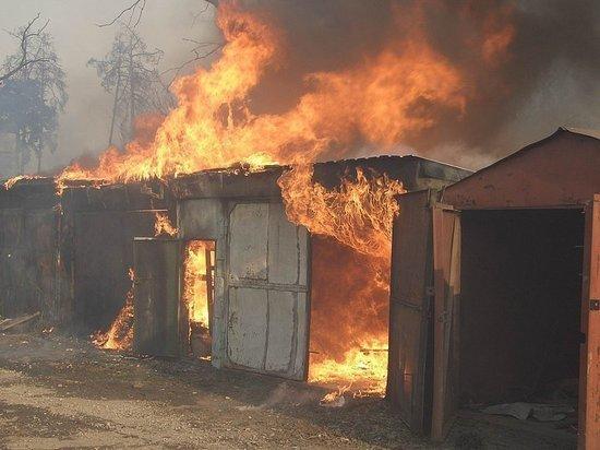 В Оренбурге сгорело несколько гаражей