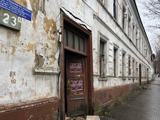 Опасно для жизни: столетний дом-призрак разрушается в центре Тулы