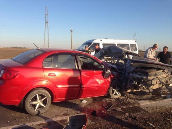 На Кубани в ДТП погибли двое, еще четыре человека пострадали: в том числе дети