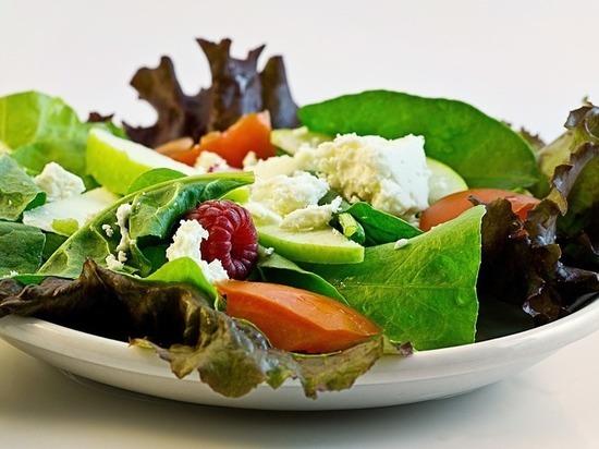 Как салаты могут довести до инсульта, рассказали ученые
