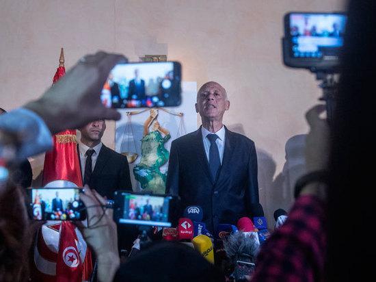 Президентскую гонку в Тунисе выиграл профессор-«робокоп»