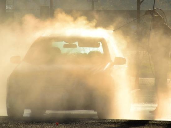 В Дубовке под окнами дома пенсионеров незаконно построили автомойку