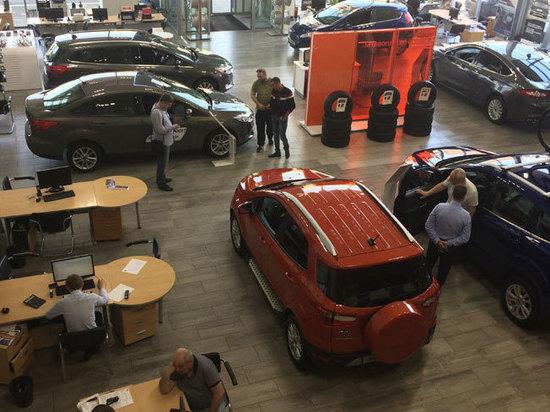 Аналитики дали прогноз на падение продаж автомобилей в России