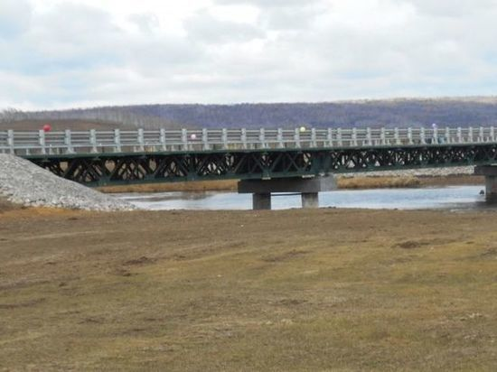 Новый мост через реку Манзурка открыли в Качугском районе