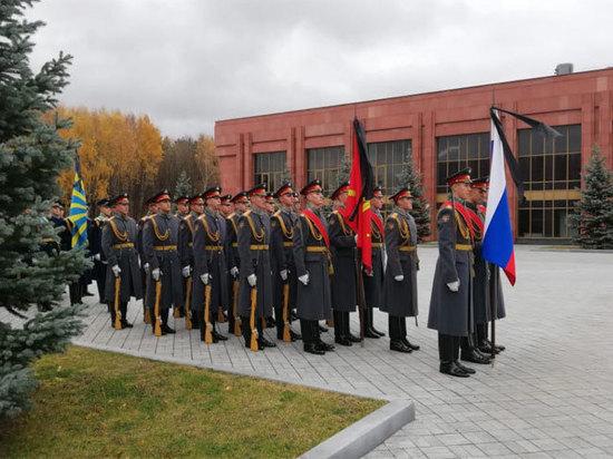 Шойгу прибыл на кладбище для прощания с космонавтом Леоновым