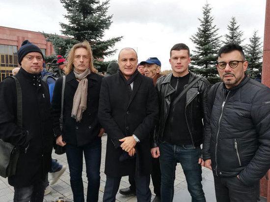 Попрощаться с космонавтом Леоновым приехал «Хор Турецкого»