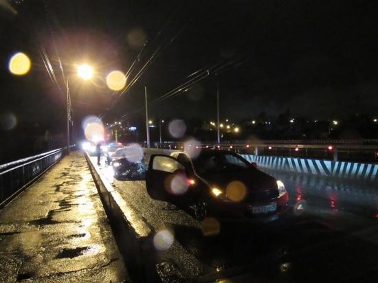 Две легковушки столкнулись на Сугутском мосту в Чебоксарах, есть пострадавший