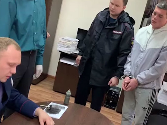 Появилось видео допроса подозреваемых в убийстве биатлониста в Красноярске