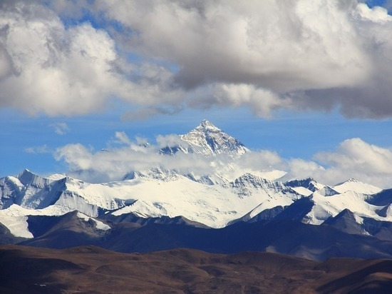 Эверест стал ниже, предположили геологи