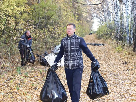 В Новосибирске субботник в лесопарке становятся хорошей традицией