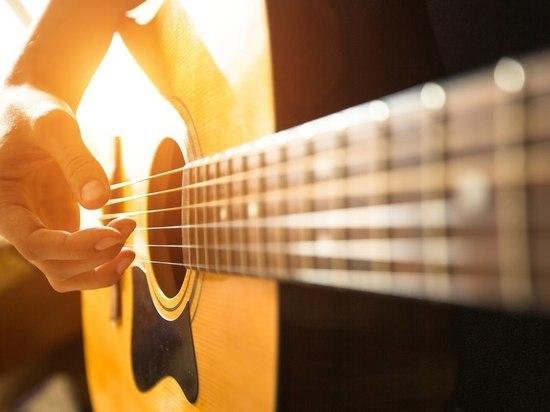 Судебные приставы прервали концерт гитариста-неплательщика