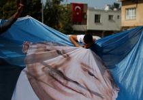 Дональд Трамп обратился к президенту Турции Реджепу Тайипу Эрдогану с требованием немедленно прекратить военную операцию «Источник мира» на севере Сирии