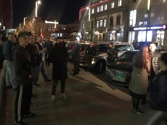 Красноярцы вышли на сход после убийства биатлониста: потребовали справедливого наказания
