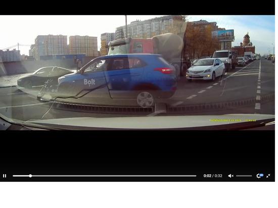 Таксист сбил мотоциклиста на Обводном канале