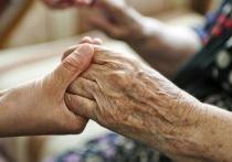 Более 8000 жителей Хакасии отказались от работы в пользу ухода за беспомощными