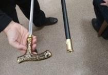Российский пенсионер пришел в суд с замаскированным под трость мечом