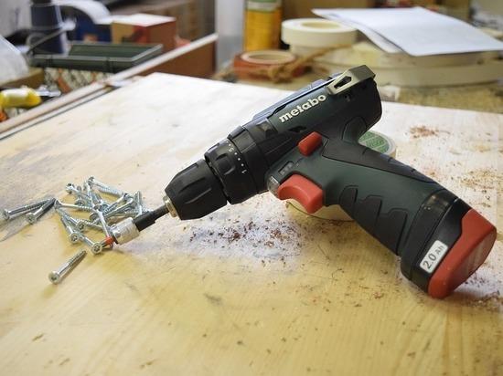 В Улан-Удэ парень похитил строительные инструменты чтобы устроится на работу
