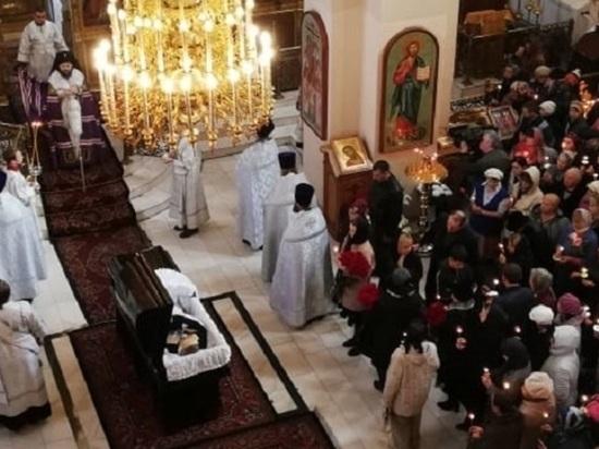 В храме равноапостольных Константина и Елены идет отпевание Николая Булакина