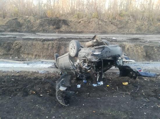 На воронежской трассе перевернулся «Ниссан»: трое пострадали