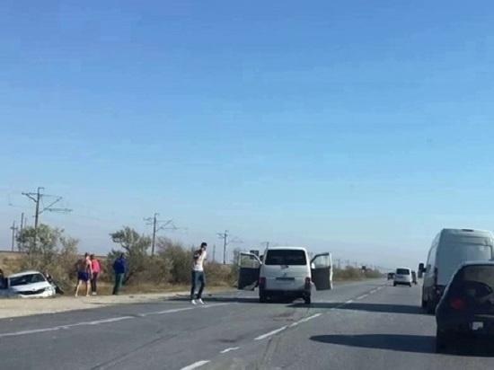 В Крыму на встречной полосе столкнулись микроавтобус и легковушка