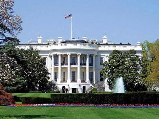 Белый дом: США приостановили помощь Киеву из-за коррупции на Украине