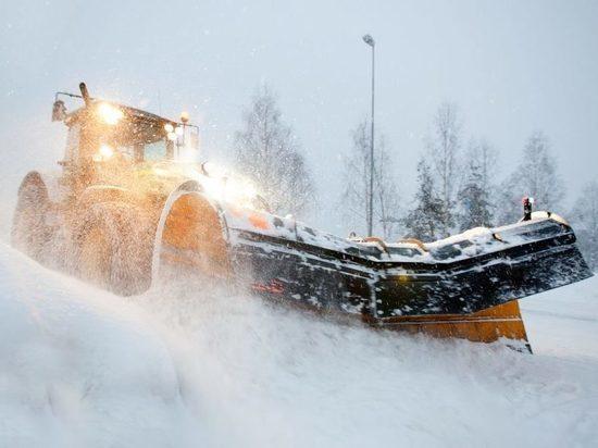 В Новосибирске лег первый снег: его будут убирать на 10% лучше