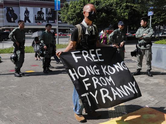 Послу Китая стало смешно из-за стремления Гонконга жить по-украински