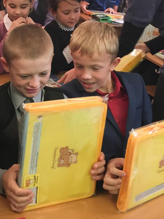 Благотворительный фонд Юрия Тена передал школьникам Приангарья подарки из Южной Кореи
