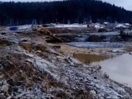 В Красноярском крае прорвало дамбу: число погибших растет