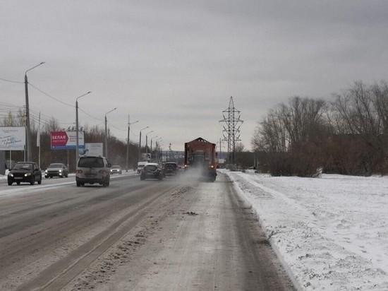 Ночью и днем в Челябинске работала снегоуборочная техника