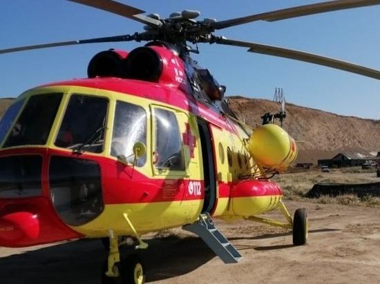 Подранного медведицей курильчанина доставили вертолетом на Сахалин