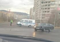 Центральную улицу Читы перекрыли из-за размыва дороги после дождя