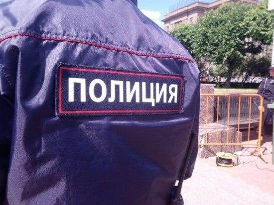 Полиция искала бомбу в сумке в салоне сотового оператора в Петербурге