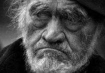 Под Тюменью внучка привезла дедушке водку и украла его пенсию